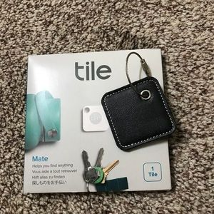 Accessories - Tile Mate keychain tracker & case